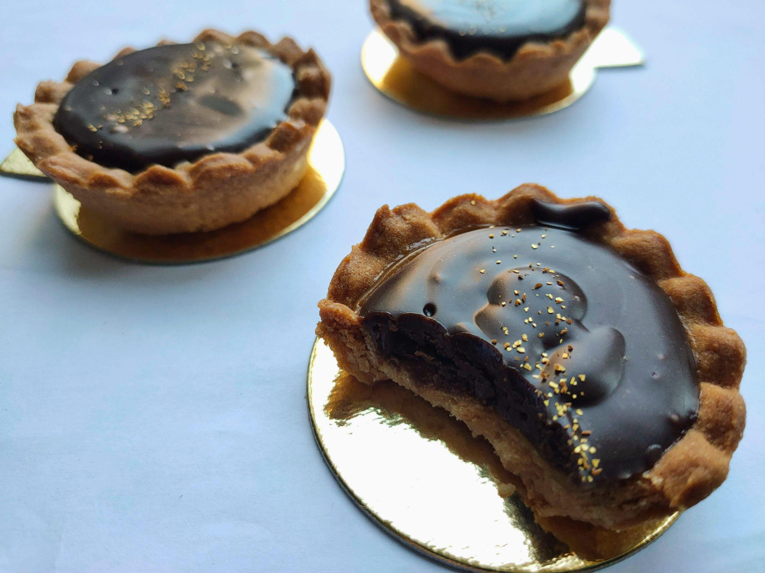 Tarteletes met karamel en chocolade
